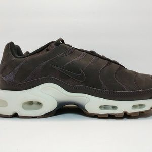 NIKE AIR MAX PLUS EF VELVET BROWN AH9697-213